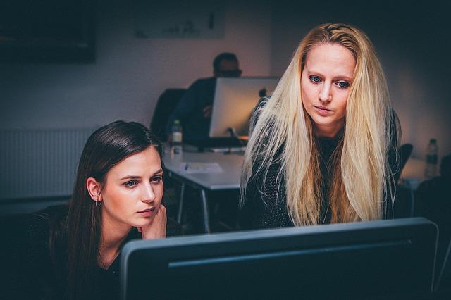 Czy łatwo znaleźć pracę po studiach?